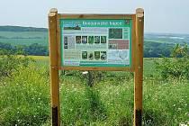 Informační panely slouží návštěvníkům národní přírodní památky Dunajovické kopce za Dolními Dunajovicemi.