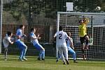 Ve 3. jarním kole divize prohráli fotbalisté Sokola Lanžhot (bílé dresy) překvapivě s AFC Humpolec 0:1.