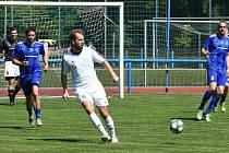 Ledničtí fotbalisté (v bílém) v této sezoně jsou ve velké formě.
