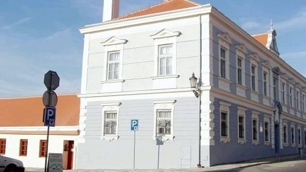 Mikulovské sídlo katastrálního úřadu osiří.