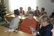 Žáci potěšili důchodce v Kloboukách