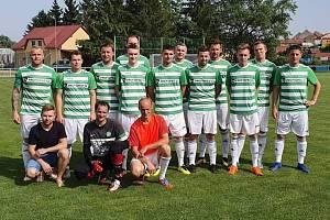 Igor Šťavík (druhý zleva v horní řadě) v typickém dresu bořetického Celticu.