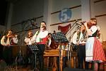 Cimbálová muzika Primáš z Boleradic pokřtila na svém pátém výročním koncertě v pátek večer své první cédéčko. Zaplněný sál městysu v Boleradicích byl svědkem ojedinělého koncert s hosty i jejich kmotry.