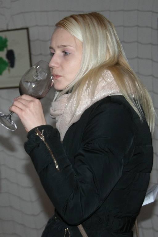 V Kurdějově lidé v sobotu odpoledne nekoštovali, ale okoušeli. Konal se tam totiž Kurdějovský okus vín.