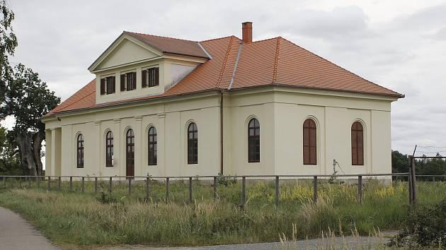 Za poslední dva roky je lovecký zámeček Lány  v břeclavské oboře Soutok už potřetí na prodej.