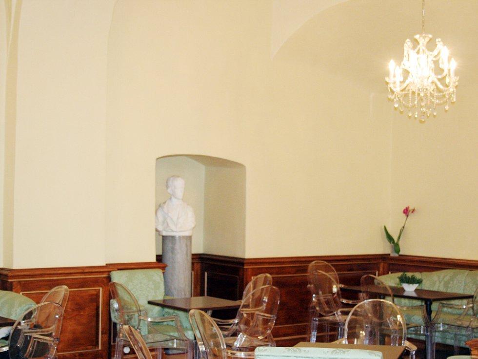 V přízemí valtického zámku otevřeli novou kavárnu. Její název Café Liechtenstein schválil sám lichtenštejnský kníže Hans Adam II.