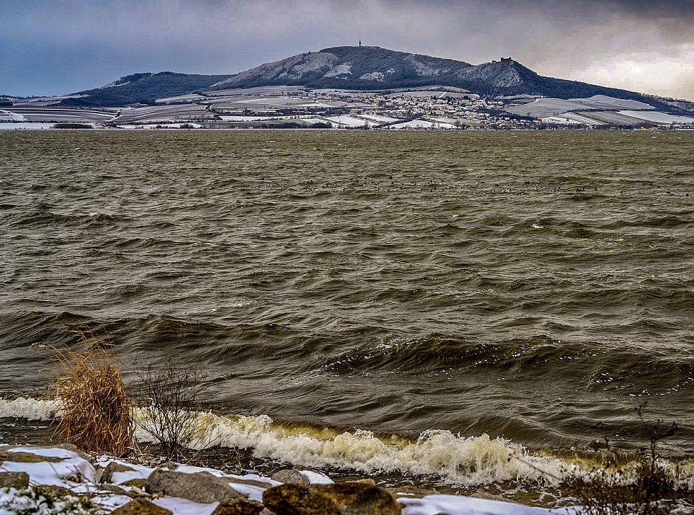 Pohled na zimní Nové Mlýny.