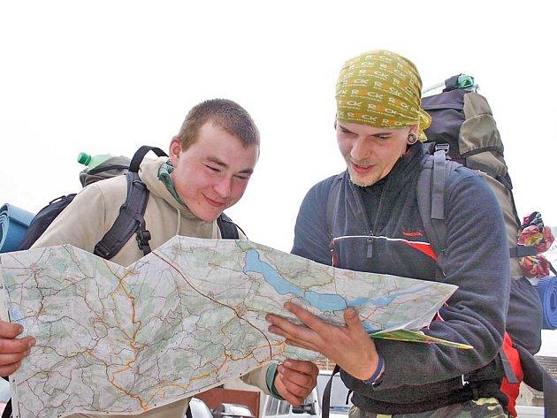Cestovatelé plánují, kudy dál