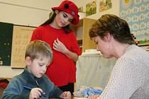Ve čtvrtek odpoledne mířili budoucí prvňáci k zápisům na Základní škole Komenského v Poštorné.