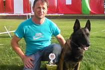 Josef Šesták se svým psem na závodech.