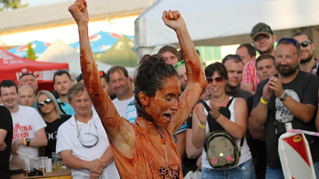 Mikulovské pivobraní navštívily tisíce lidí. Letos mohli návštěvníci poprvé vidět i zápasy v kečupu
