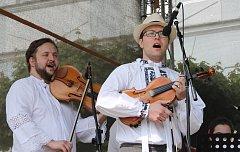 Na festivalu Pod taneční horou se představily soubory z Mikulova i ze zahraničí.