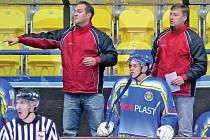 Michal Konečný (vlevo) a Pavel Nohel jsou jako oheň a led, přesto na střídačce Lvů tvoří ideální dvojici.