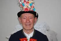 Osmasedmdesátiletý Jaroslav Buzrla z Moravského Žižkova má zálibu v lidovém kroji. Ve své sbírce má mnoho jejich částí z různých dob.