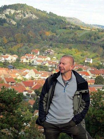 Televizní štáb přijel natáčet dokument na Pálavu. Očeských chráněných krajinných oblastech. Moderovat jej bude herec Miroslav Vladyka.