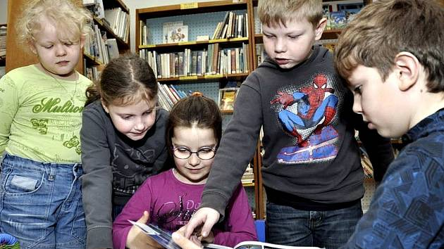 Mezi pravidelné návštěvníky vranovické knihovny patří i nejmenší čtenáři.
