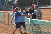 O víkendu si přijeli do Břeclavi vyzkoušet čtyřboj i lidé ze zahraničí. Hráli nohejbal i tenis.