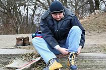 Desítky Břeclavanů bruslily v pondělí na zamrzlé hladině Včelínku.