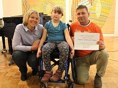 Děti ze základní umělecké školy v Mikulově zazpívaly na pomoc sedmileté Veronice Gožďálové, která trpí dětskou mozkovou obrnou.