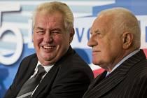 Prezident Miloš Zeman (vlevo) jde ve stopách svého předchůdce Václava Klause. Také si nenechá ujít návštěvu Lednice.