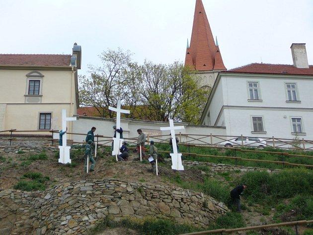 Karolininy sady ozdobí i barokní kalvarie