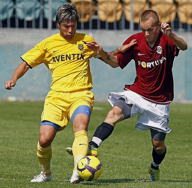 Todor Yonov (ve žlutém).