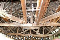 Dřevěný krov přístřešku pro povozy v Grešlovém Mýtě.