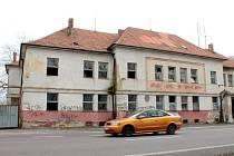 Budova bývalé pohraniční roty v Hevlíně.