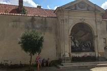 Desítky let opuštěný kapucínský klášter.