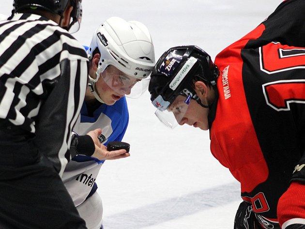 Hokejový útočník David Bartoš.
