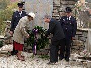 Obnovený pomník padlým ve světových válkách odhalili v sobotu ve Vranově nad Dyjí.
