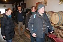 Odborná porota přijela navštívit také Vinařství rodiny Špalkovy. Experti se podívali do vinohradů a především do míst, kde vinaři vyrábějí svá vína.