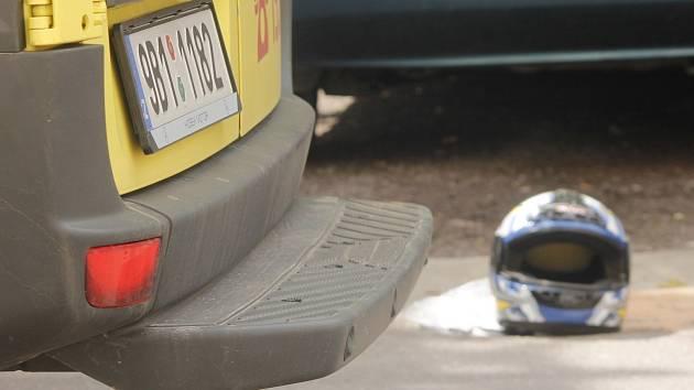Policisté a záchranáři vyjížděli v pondělí dopoledne k nehodě skútru a osobního auta do Rooseveltovy ulice ve Znojmě.