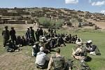 Jednání s obyvateli vesnice Mazek Dash