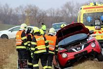 Mezi Křepicemi a Mikulovicemi se 6. února odpoledne srazila dvě auta. Tři lidé se zranili.