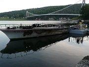 Výletní loď Dyji zničil požár na Vranovské přehradě.