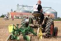 Na polích nedaleko Mašovic u Znojma se uskutečnilo 41. Mistrovství ČR v orbě. Akce se zúčastnil také ministr zemědělství Marian Jurečka (s číslem 10), který si vytzkoušel i soutěžní orbu.