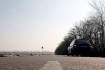 Silnice z Jaroslavické ulice Celní, které někteří říkají Zwingendorfská podle rakouské vesnice na druhé straně hranice, dostala před dvěma roky perfektní asfaltový povrch. Kvalitní cesta dovede řidiče až na Náměstí evropy přímo na státní hranici.