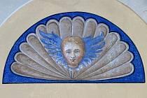 Radnice vyzdobená originálními freskami od Alfonse Muchy. V Hrušovanech nad Jevišovkou je objevili už ve čtvrté místnosti.