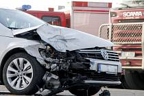 Dopravu na hlavním tahu mezi Znojmem a Jihlavou blokovala nehoda tří aut.
