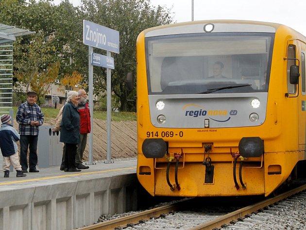 Od 14. října 2015 má Znojmo novou železniční zastávku Zniojmo - nemocnice. První vlak z Okříšek přijel ve 14.45 hodin.