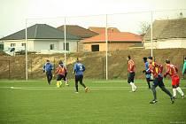 Tasovičtí fotbalisté uspořádali první den nového roku tradiční novoroční fotbal. V zápase proti sobě nastoupili svobodní a ženatí muži.