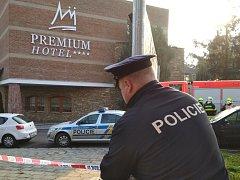 Policisté v úterý ráno uzavřeli hotel Premium kvůli anonymní pohrůžce bombou.