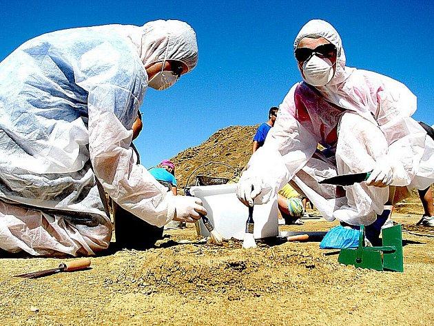 Archeologové ukončili další sezonu výzkumu velkomoravského pohřebiště na Hradišti.