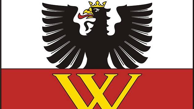 Strachotičtí mají novou vlajku: Je na ní vorel, pták až do prsů vzhůru postavený
