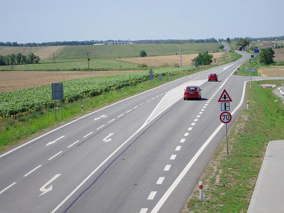 Silnice I/53 ze Znojma do Pohořelic. Ilustrační foto.