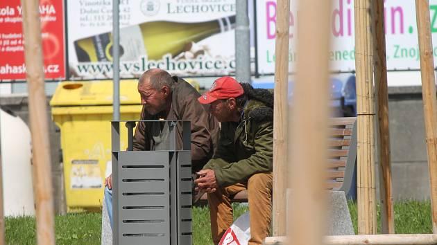 Nový parčík u znojemského nádraží si oblíbili hlavně bezdomovci.