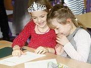 Své první vysvědčení dostali ve čtvrtek školáci ze základní školy v ulici Mládeže ve Znojmě.