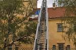 Bouřka v noci na pátek poničila střechu zámku v Moravském Krumlově.