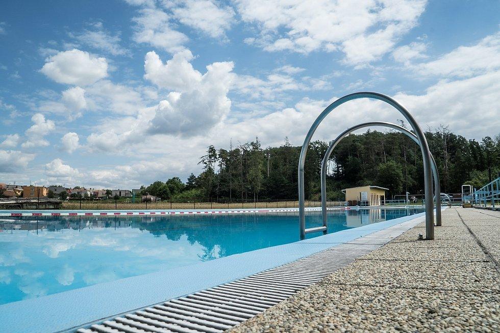 Návštěvníci koupaliště v Mramoticích se letos dočkají nové skluzavky.